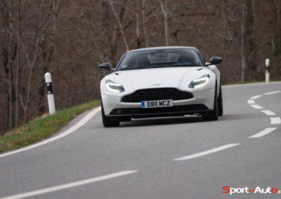 AstonMartinDB11V8-104