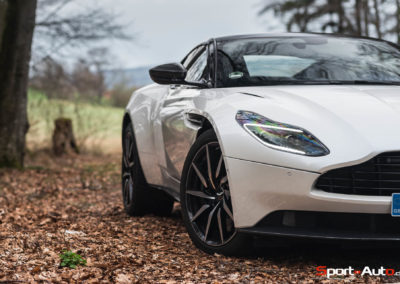 AstonMartinDB11V8-6