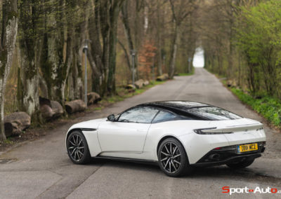 AstonMartinDB11V8-61